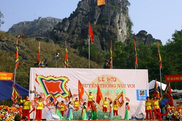 Tham gia lễ hội Núi Voi