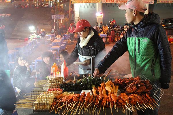 Hấp dẫn món nướng tại chợ đêm