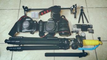 Chân máy ảnh và các phụ kiện